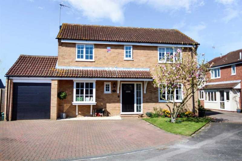 4 Bedrooms Detached House for sale in Magwitch Close, Chelmsford