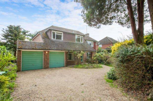 4 Bedrooms Detached House for sale in Pyrford, Surrey
