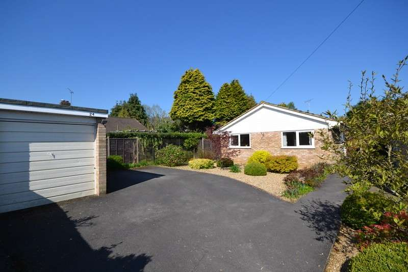 3 Bedrooms Detached Bungalow for sale in Ottershaw