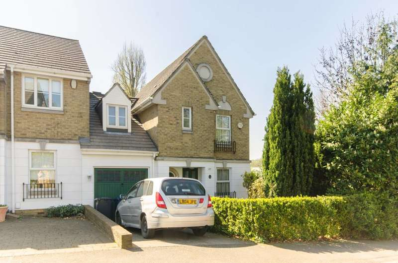 3 Bedrooms House for sale in Halton Close, Friern Barnet, N11