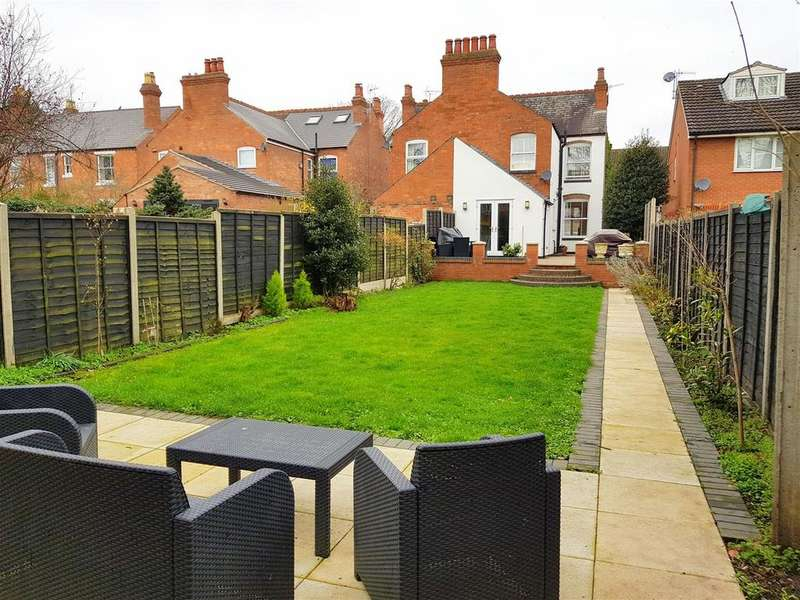 3 Bedrooms Semi Detached House for sale in Mitton Gardens, Stourport-On-Severn