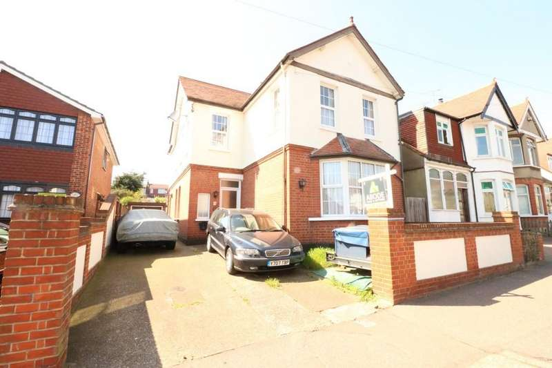 4 Bedrooms Detached House for sale in Station Road, Leigh-on-Sea