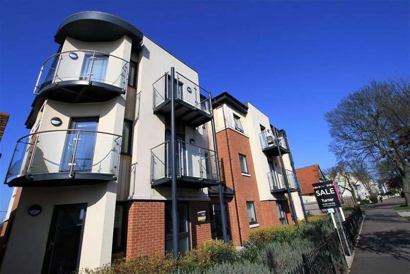 2 Bedrooms Flat for sale in London Road, Leigh-on-sea, Essex
