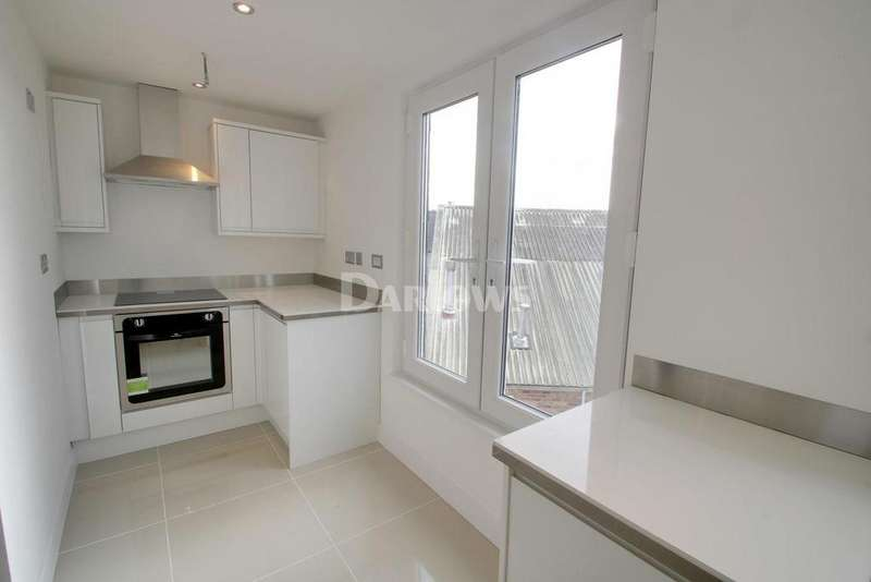 1 Bedroom Flat for sale in Fairfield Avenue, Victoria Park