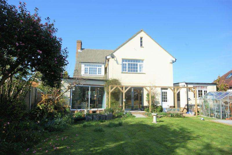 4 Bedrooms Detached House for sale in Yew Tree Cottage, Britten Road, Lee-On-The-Solent, PO13