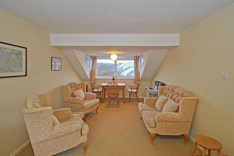 3 Bedrooms Flat for sale in Ffordd Siabod, Y Felinheli, North Wales