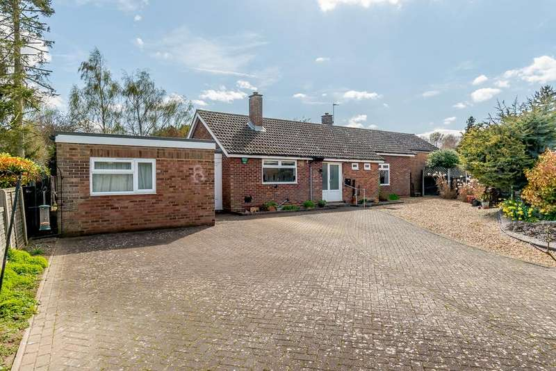 4 Bedrooms Bungalow for sale in Cedar Crescent, ROYSTON, SG8