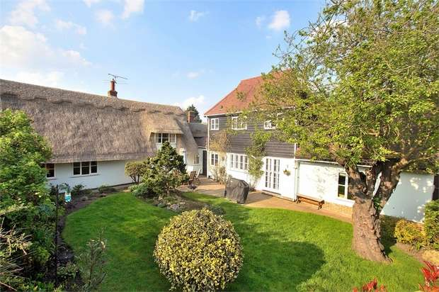 5 Bedrooms Detached House for sale in The Maltings, Great Dunmow, Essex