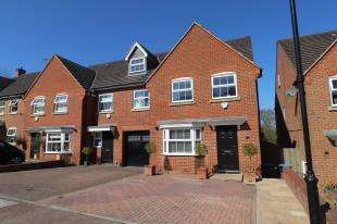 4 Bedrooms End Of Terrace House for sale in Newbery Close, Caterham, Surrey, .