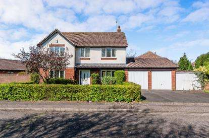 4 Bedrooms Detached House for sale in Cardinals Gate, Werrington, Peterborough, Cambridgeshire