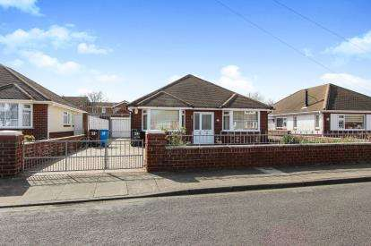 3 Bedrooms Bungalow for sale in Grasmere Road, Lytham St Annes, Lancashire, England, FY8