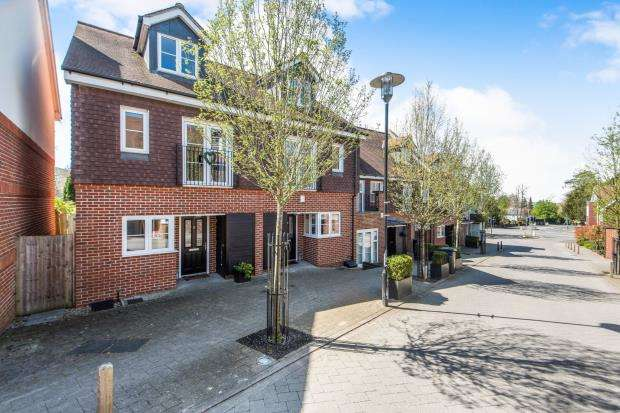 3 Bedrooms Semi Detached House for sale in Guildford, Surrey, .