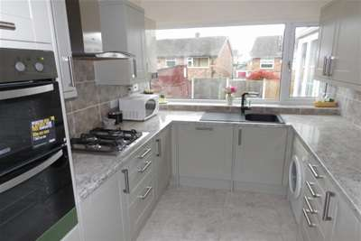 3 Bedrooms Semi Detached House for rent in Woodbank Drive, Wollaton NG8