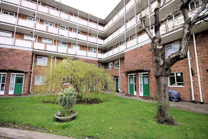 2 Bedrooms Ground Maisonette Flat for sale in London Road, Westcliff-on-Sea
