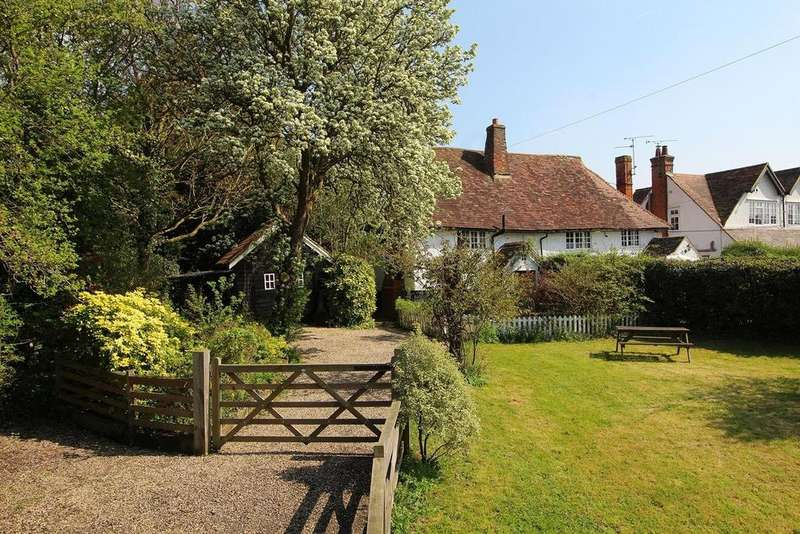 2 Bedrooms Semi Detached House for sale in Watchouse Road, Chelmsford, Essex, CM2
