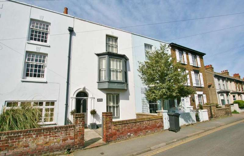 4 Bedrooms Town House for sale in College Road, Deal