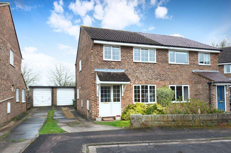 3 Bedrooms Semi Detached House for sale in St. Andrews Close, Abingdon