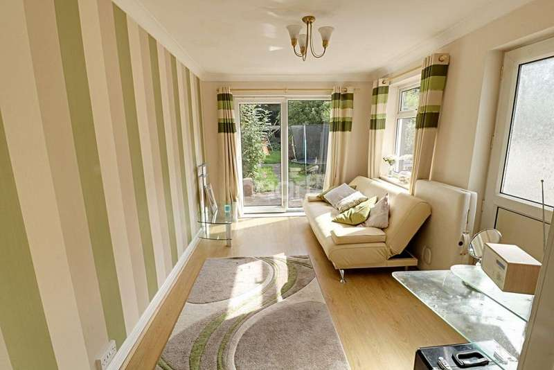 3 Bedrooms Semi Detached House for sale in Old Quarry Road