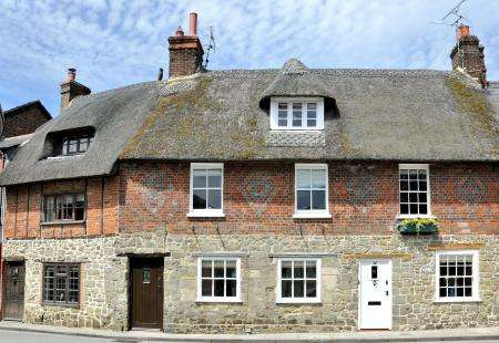 2 Bedrooms Cottage House for sale in 22 Bell Street, Shaftesbury, DOrset, SP7 8AE