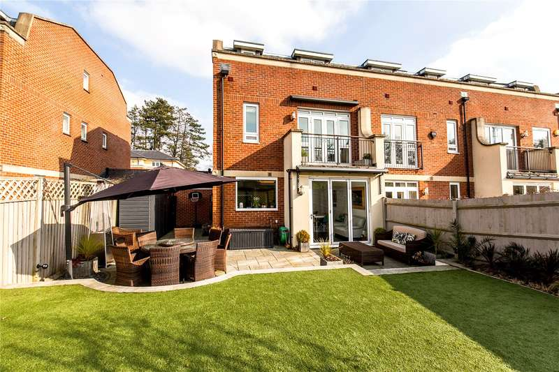 4 Bedrooms Semi Detached House for sale in Fraser Gardens, Winchester, Hampshire, SO22