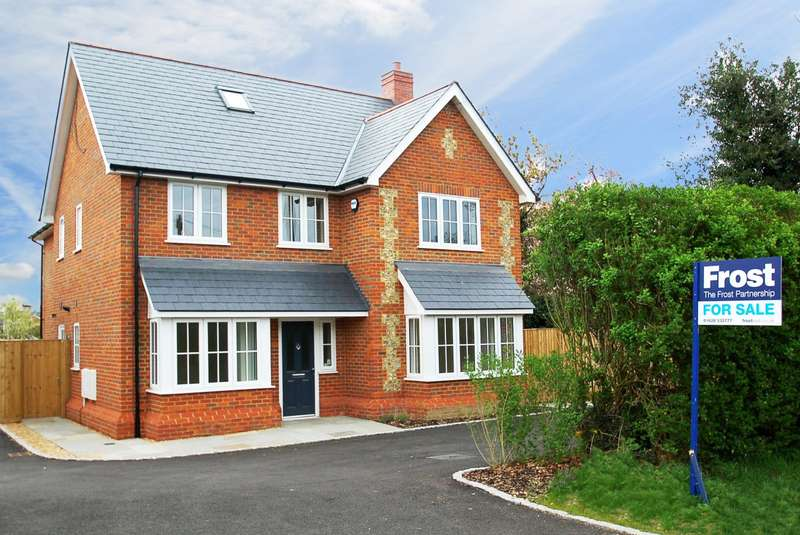 5 Bedrooms Detached House for sale in Straight Bit, Flackwell Heath, HP10