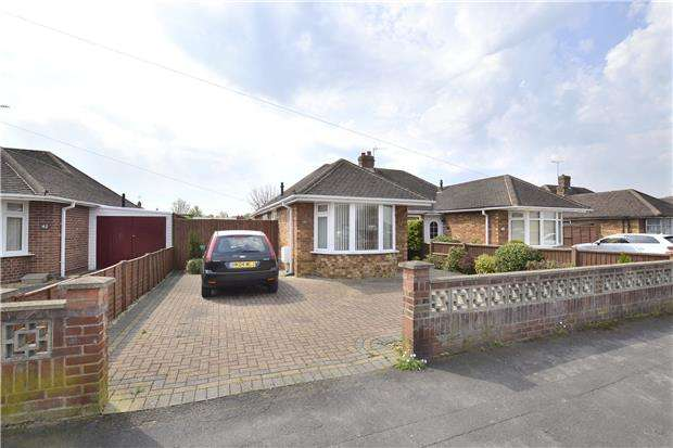 2 Bedrooms Semi Detached Bungalow for sale in Zoons Road, Hucclecote, GLOUCESTER, GL3 3PR