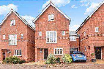 4 Bedrooms Link Detached House for sale in The Courtyard, Maidenhead