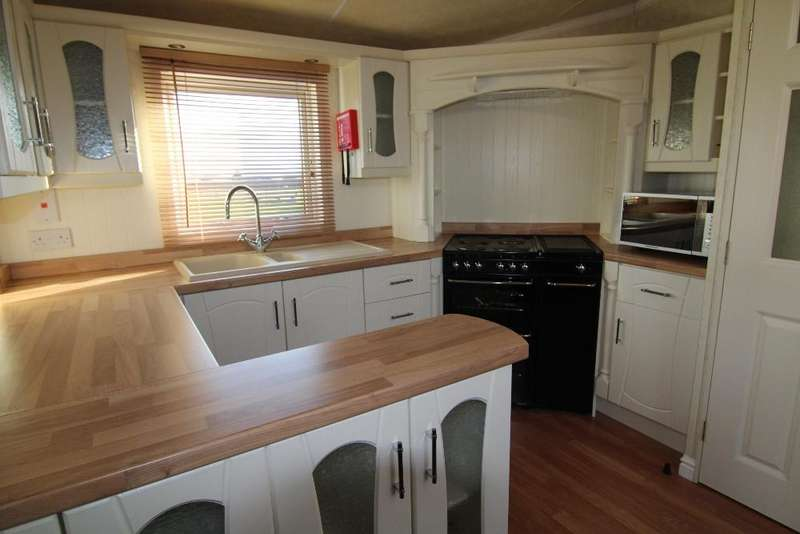 2 Bedrooms Park Home Mobile Home for rent in The Park, White House Farm, Spencers Wood, Reading, Berkshire, RG7 1HR