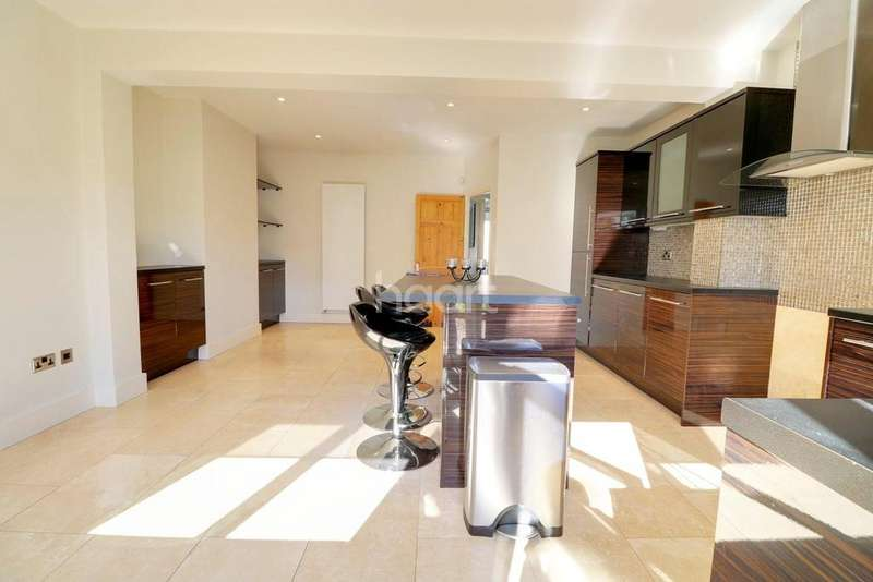 4 Bedrooms End Of Terrace House for sale in Canfield Road , Woodford Green, IG8