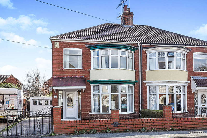 3 Bedrooms Semi Detached House for sale in Strathmore Avenue, Hull, HU6