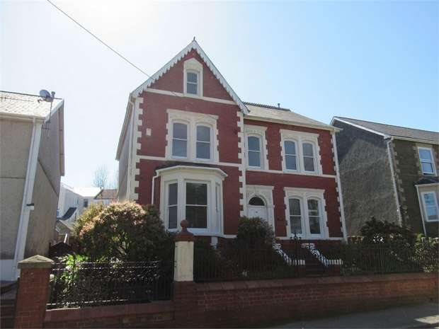6 Bedrooms Detached House for sale in 20 Brynmawr Place, Maesteg, Maesteg, Mid Glamorgan