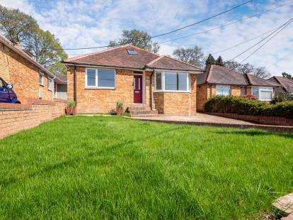 4 Bedrooms Bungalow for sale in Hampshire, Southampton