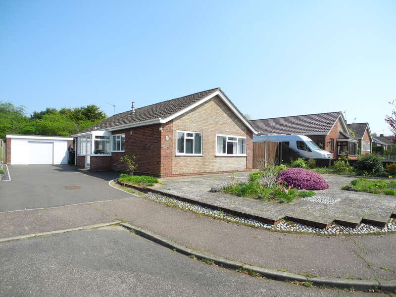 3 Bedrooms Detached Bungalow for sale in Lewis Close, Ditchingham, Bungay