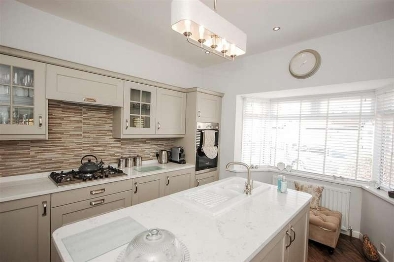 3 Bedrooms Detached Bungalow for sale in Thristley Gardens, Tunstall, Sunderland