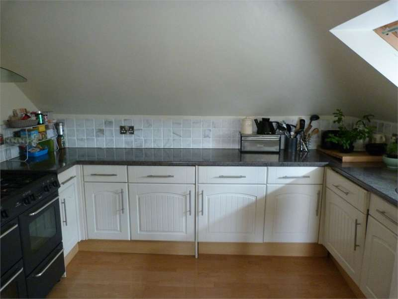 3 Bedrooms Flat for rent in Boscombe Spa Road, Boscombe, Bournemouth, Dorset, United Kingdom