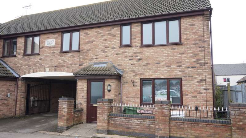 2 Bedrooms House for sale in Bruces Court, Whittlesey, PE7