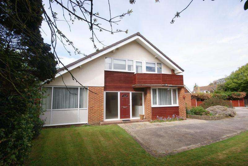4 Bedrooms Detached House for sale in Eastcliff Close, Lee-On-The-Solent