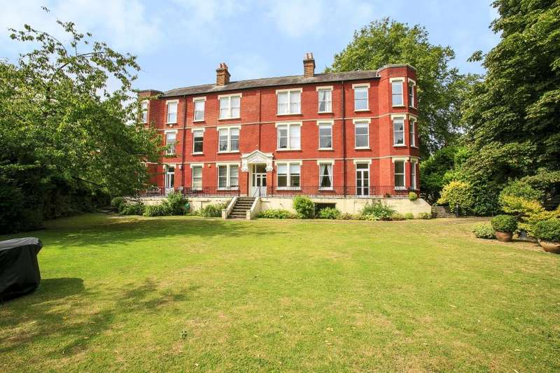 4 Bedrooms Flat for rent in Riverview Mansions, Twickenham TW1
