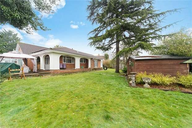 6 Bedrooms Detached Bungalow for sale in Kingsend, Ruislip, Greater London