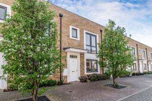 3 Bedrooms Terraced House for sale in The Fort, Rochester, Kent, England