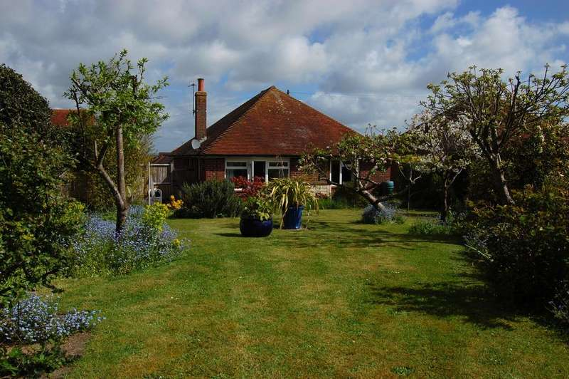 3 Bedrooms Detached Bungalow for sale in Downs Road, Eastbourne BN22
