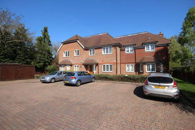 2 Bedrooms Apartment Flat for sale in Forest Road, Binfield