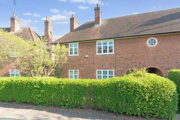2 Bedrooms Flat for sale in Addison Way, London, NW11