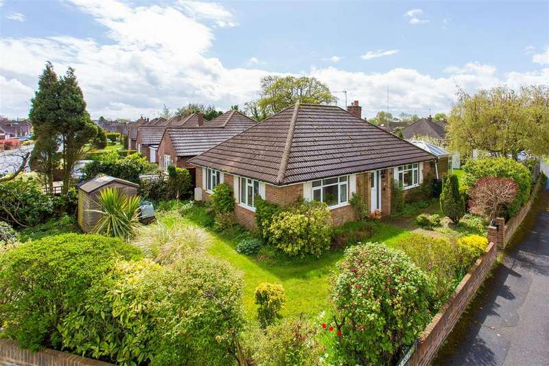 2 Bedrooms Detached Bungalow for sale in Southfield Road, Flackwell Heath