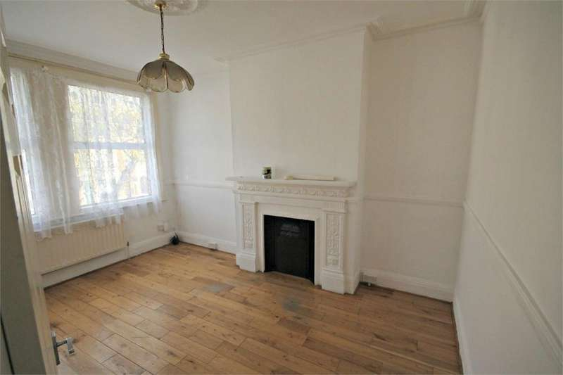 3 Bedrooms Flat for sale in Chapter Road, London