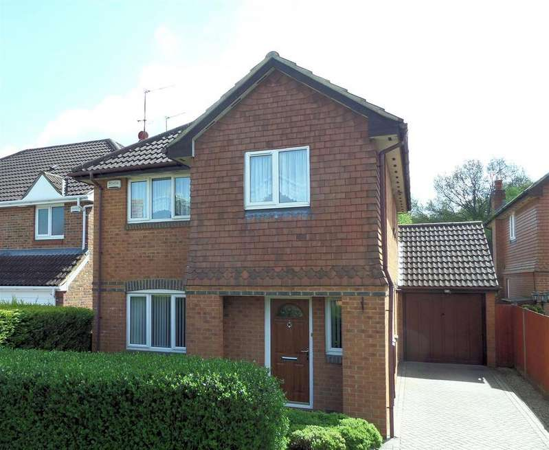 4 Bedrooms Detached House for sale in Chaffinch Close, Tilehurst, Reading