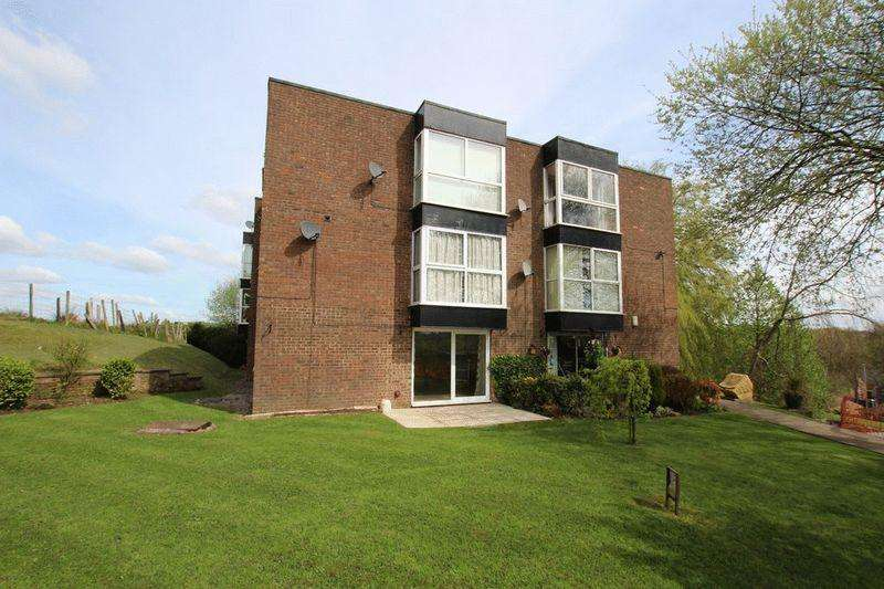 2 Bedrooms Apartment Flat for sale in Heywood Court, Middleton, Manchester M24 4RQ