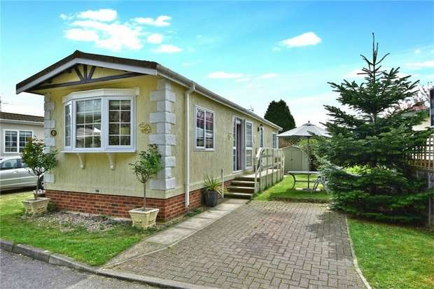 2 Bedrooms Park Home Mobile Home for sale in The Pippins, SLOUGH, Buckinghamshire
