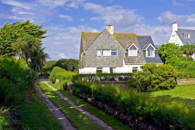 4 Bedrooms Detached House for sale in Treyarnon Bay
