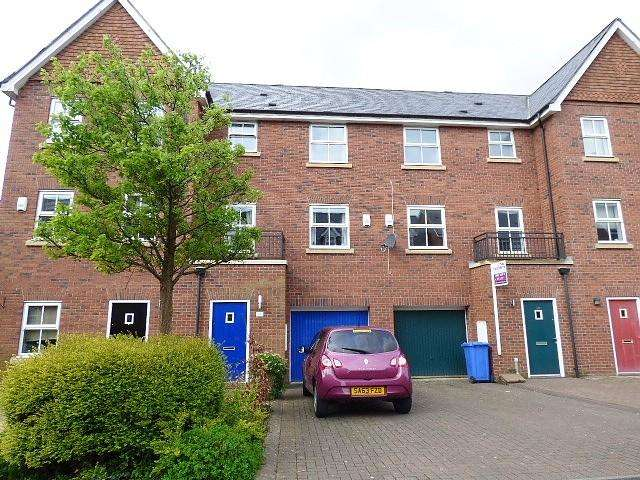 3 Bedrooms House for sale in Pinders Farm Drive, Warrington